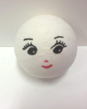 Tyttö paperimassapallo kasvot
